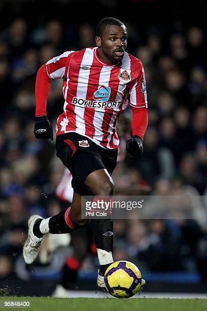 Darren Bent of Sunderland passes the ball during the Barclays Premier League match between Chelsea and Sunderland at Stamford Bridge on January 16,...