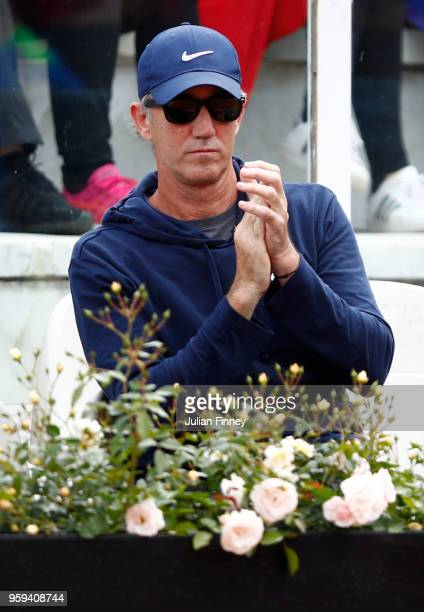Darren Cahill coach of Simona Halep of Romania watches on in her match against Naomi Osaka of Japan during day four of the Internazionali BNL...