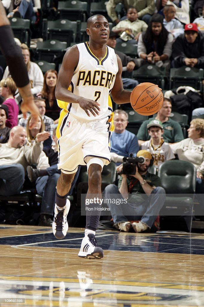 Darren Collison of the Indiana Pacers dribbles the ball