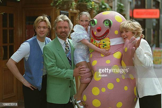 Darren Day Noel Edmunds Mr Blobby Frank Burno and Anthea Turner outside the London Palladium where they are taking part in the Children's Royal...