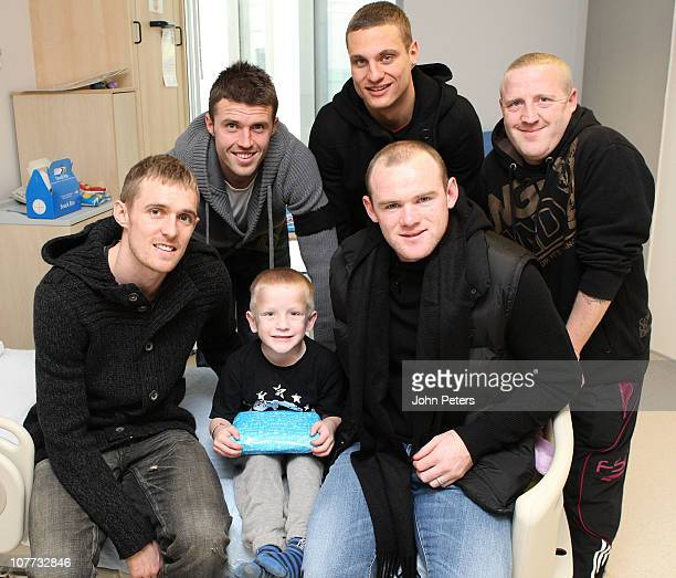 Darren Fletcher Michael Carrick Nemanja Vidic and Wayne Rooney of Manchester United visit Liam and his dad Andy from Rochdale during the club's...