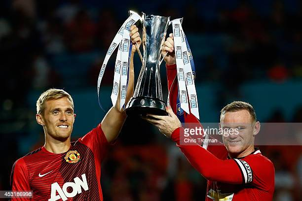 Darren Fletcher of Manchester United and Wayne Rooney of Manchester United lift the trophy following their 31 victory over Liverpool in the Guinness...