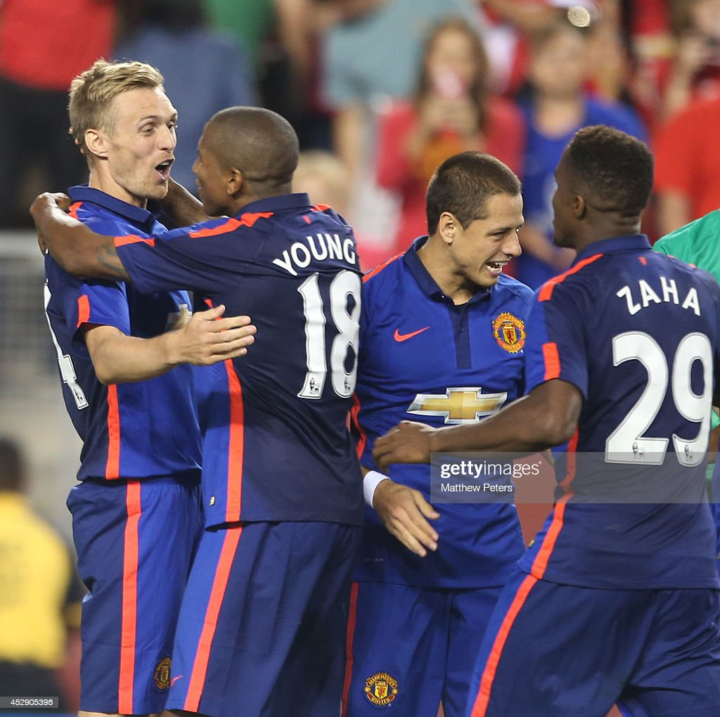 Darren Fletcher of Manchester United (L) celebrates scoring the winning penalty during the pre-season friendly between Manchester United and Inter Milan at FedExField on July 29, 2014 in Landover, Maryland.