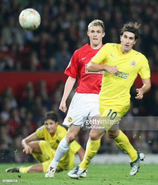 Darren Fletcher of Manchester United clashes with Cani of Villarreal during the UEFA Champions League match between Manchester United and Villarreal...