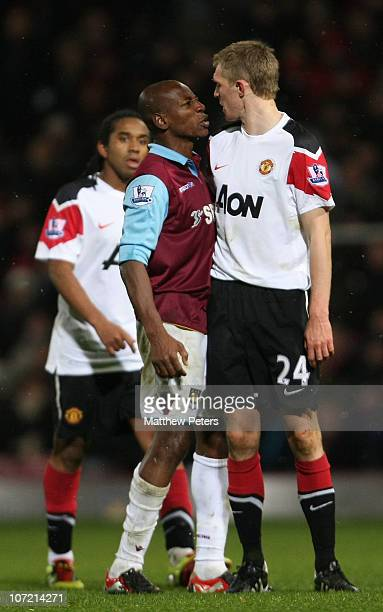 Darren Fletcher of Manchester United clashes with Luis Boa Morte and Julien Faubert of West Ham United during the Carling Cup quarter-final match...