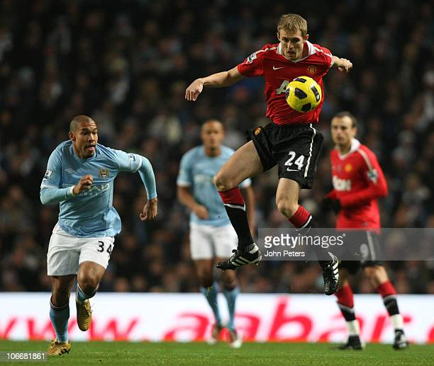 Darren Fletcher of Manchester United clashes with Nigel De Jong of Manchester City during the Barclays Premier League match between Manchester City...