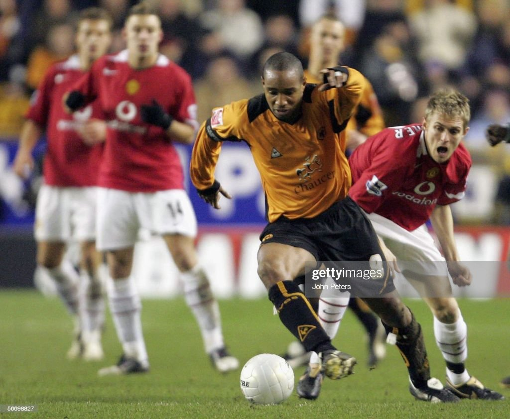 Darren Fletcher of Manchester United clashes with Paul Ince of Wolverhampton Wanderers during the FA Cup Fourth Round match between Wolverhampton Wanderers and Manchester United at Molineux on January 29 2006 in Wolverhampton, England.