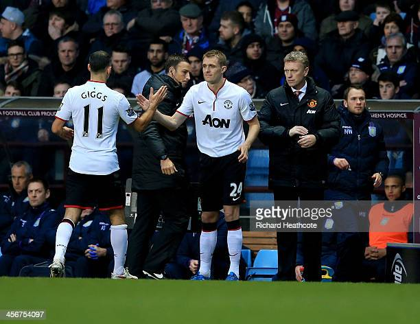 Darren Fletcher of Manchester United replaces Ryan Giggs as a substitute as David Moyes manager of Manchester United looks on during the Barclays...