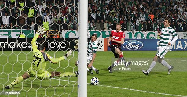 Darren Fletcher of Manchester United scores their first goal during the UEFA Champions League Group C match between Bursaspor and Manchester United...