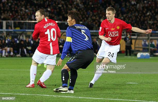 Darren Fletcher of Manchester United scores their fourth goal during the FIFA World Club Cup Semi-Final match between Gamba Osaka and Manchester...