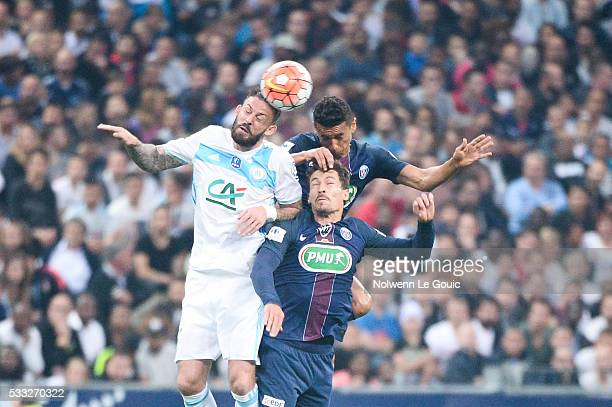 Darren Fletcher of Marseille and Marquinhos and Benjamin Stambouli of PSG during the French Cup Final between Paris Saint Germain and Marseille at...