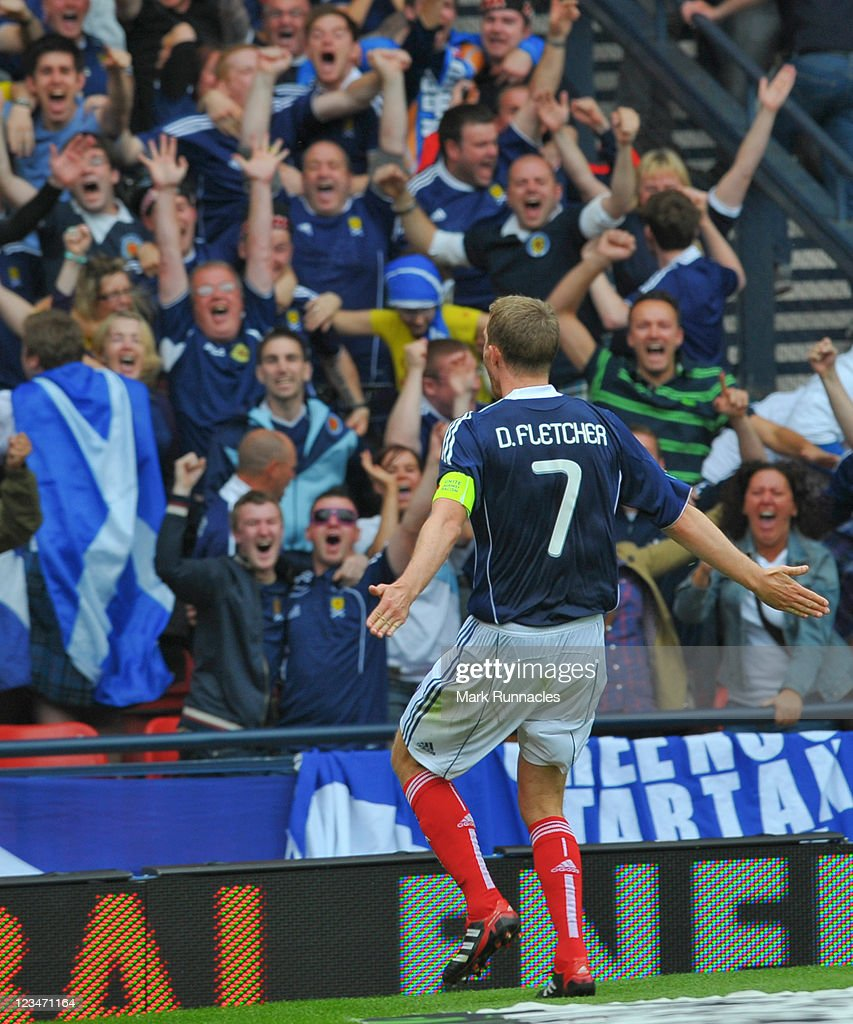 Darren Fletcher of Scotland celebrating his goal during the UEFA EURO 2012 Group I Qualifying match between Scotland and Czech Republic at Hampden Park on September 03, 2011 in Glasgow, Scotland.