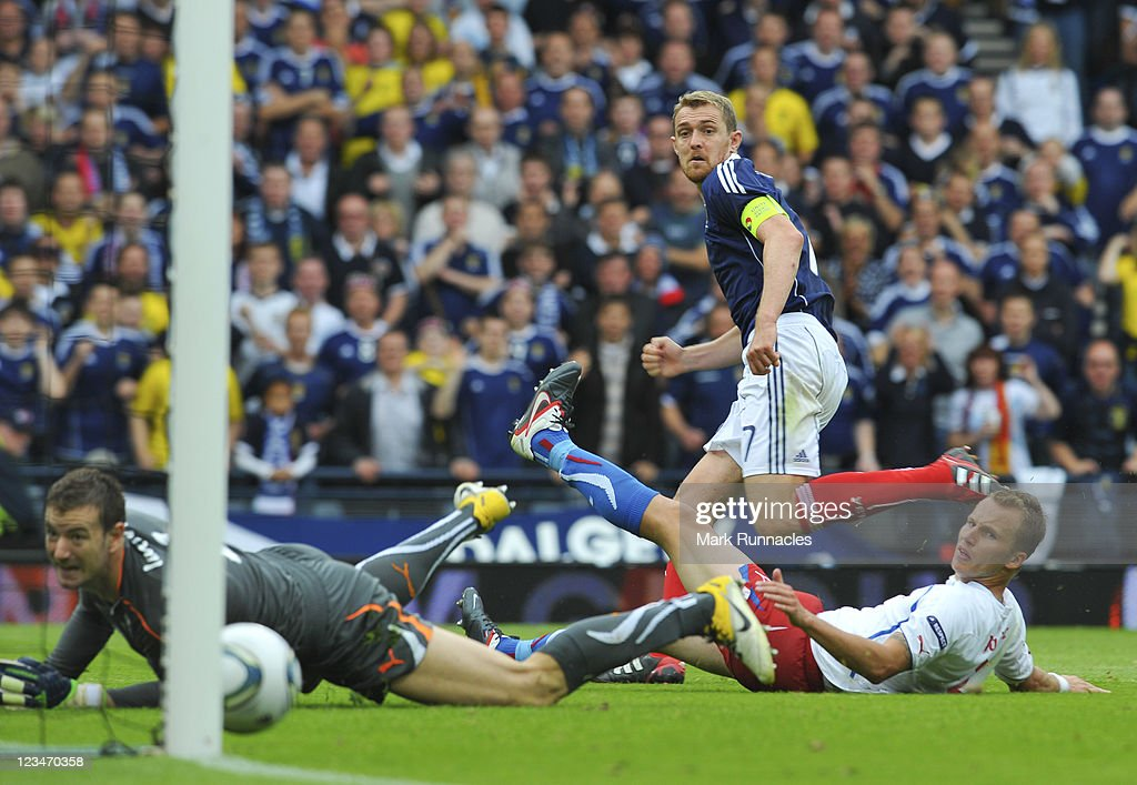 Darren Fletcher of Scotland scores his team's second goal during the UEFA EURO 2012 Group I Qualifying match between Scotland and Czech Republic at Hampden Park on September 03, 2011 in Glasgow, Scotland.