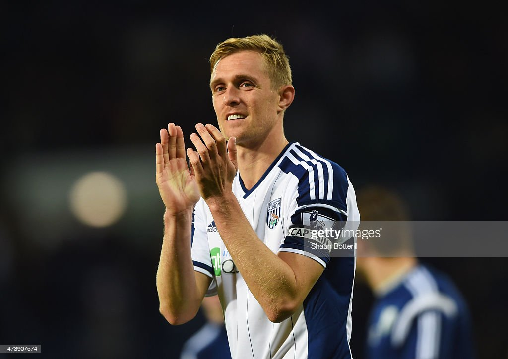 Darren Fletcher of West Bromwich Albion applauds the crowd after the Barclays Premier League match between West Bromwich Albion and Chelsea at The Hawthorns on May 18, 2015 in West Bromwich, England.