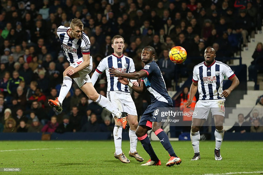 Darren Fletcher (1st L) of West Bromwich Albion heads the ball to score his team's first goal during the Barclays Premier League match between West Bromwich Albion and Newcastle United at The Hawthorns on December 28, 2015 in West Bromwich, England.