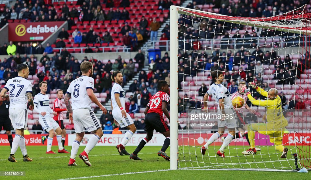 Darren Randolph of Middlesbrough can't stop a shot from Calum McManaman of Sunderland in injury time during the Sky Bet Championship match between Sunderland and Middlesbrough at Stadium of Light on February 24, 2018 in Sunderland, England.