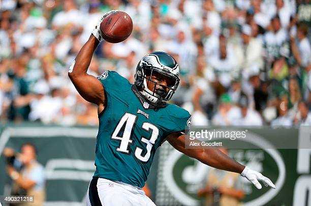 Darren Sproles of the Philadelphia Eagles celebrates a touchdown in the second quarter against the New York Jets at MetLife Stadium on September 27...