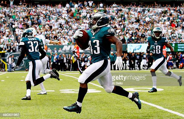 Darren Sproles of the Philadelphia Eagles returns a punt 89 yards for a touchdown in the second quarter against the New York Jets at MetLife Stadium...