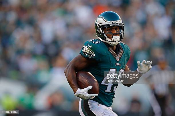 Darren Sproles of the Philadelphia Eagles runs to score a 73yard touchdown in the third quarter against the Pittsburgh Steelers at Lincoln Financial...