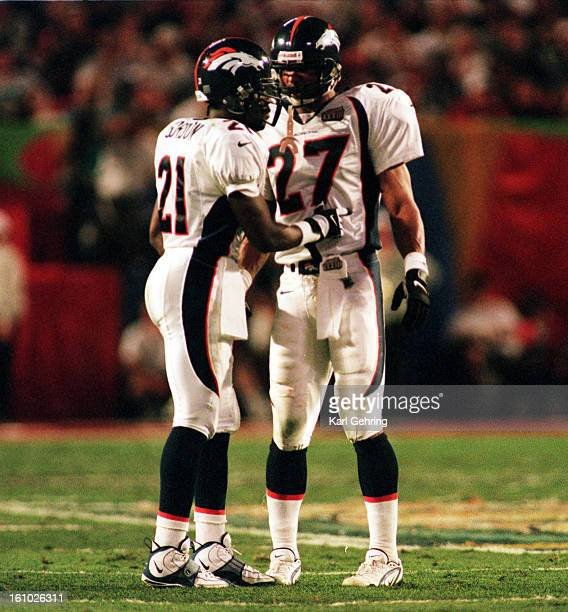 Darrion Gordon and Steve Atwater during the Super Bowl in Miami Florida
