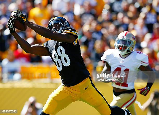 Darrius HeywardBey of the Pittsburgh Steelers catches a touchdown pass in the second quarter in front of Antoine Bethea of the San Francisco 49ers...