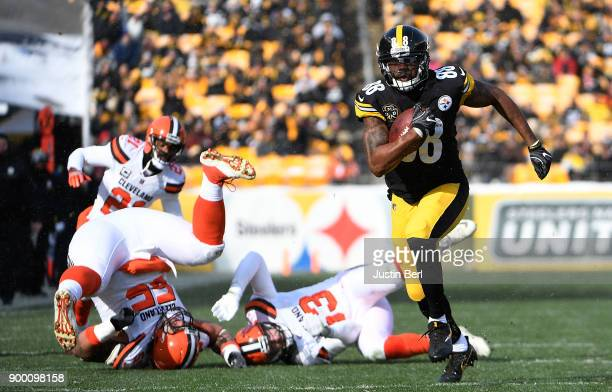 Darrius HeywardBey of the Pittsburgh Steelers runs up field for a 29 yard touchdown run in the first quarter during the game against the Cleveland...