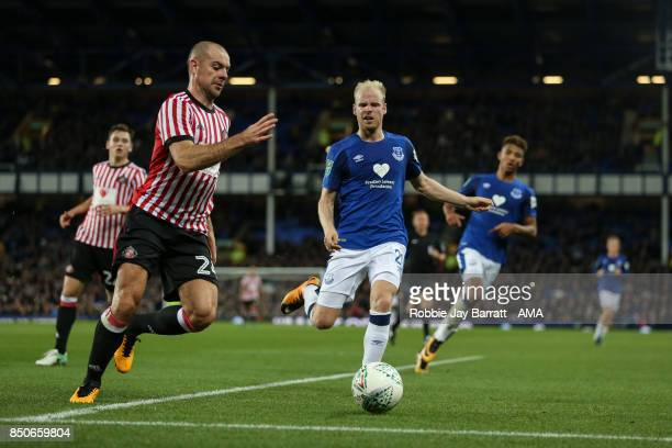 Darron Gibson of Sunderland and Davy Klaassen of Everton during the Carabao Cup Third Round match between Everton and Sunderland at Goodison Park on...