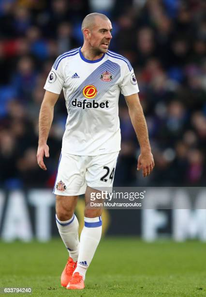 Darron Gibson of Sunderland in action during the Premier League match between Crystal Palace and Sunderland at Selhurst Park on February 4 2017 in...