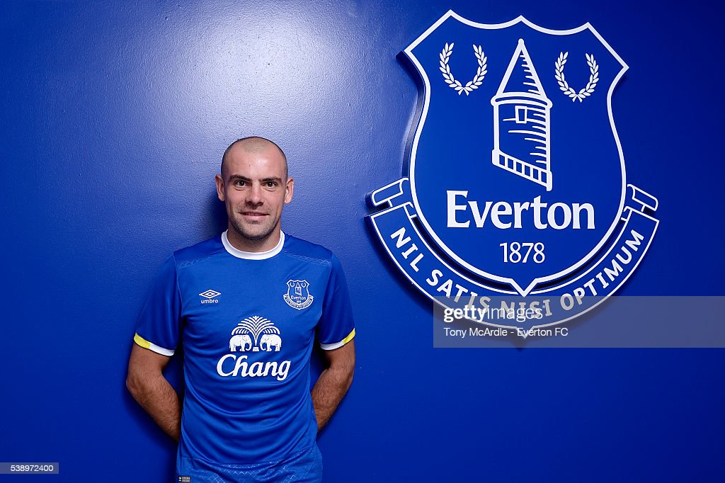 Darron Gibson Signs a Contract Extension at Everton