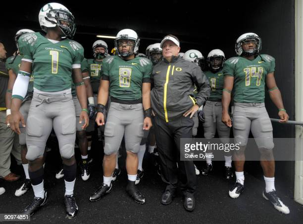 Darron Thomas, Jeremiah Masoli, head coach Chip Kelly and Javes Lewis of the Oregon Ducks wait in the tunnel to be introduced before the start of the...