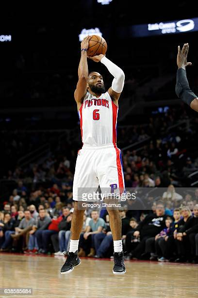 Darrun Hilliard of the Detroit Pistons takes a shot while playing the Charlotte Hornets at the Palace of Auburn Hills on January 5 2017 in Auburn...