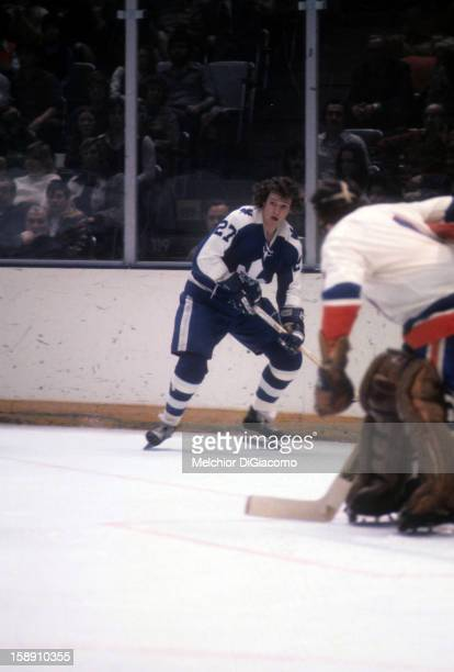Darryl Sittler of the Toronto Maple Leafs skates on the ice during an NHL game circa 1973 at the Nassau Coliseum in Uniondale New York