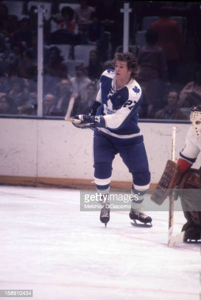 Darryl Sittler of the Toronto Maple Leafs skates on the ice during an NHL game against the New York Islanders circa 1973 at the Nassau Coliseum in...