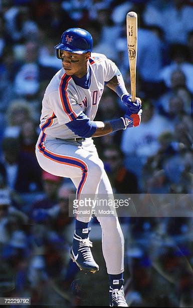 Darryl Strawberry of the New York Mets batting in 1988