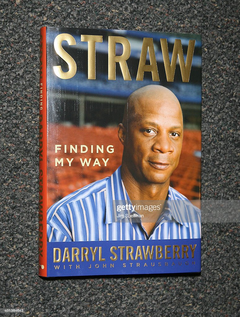 Darryl Strawberrys book Straw at Borders Wall Street on May 1, 2009 in New York City.