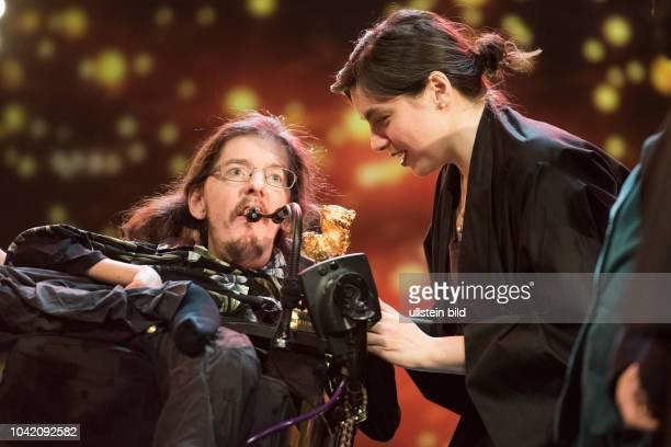 Darsteller Christian Bayerlein und Regisseurin Adina Pintilie mit dem Goldenen Bären für den film TOUCH ME NOT anlässlich der Preisverleihung 68...