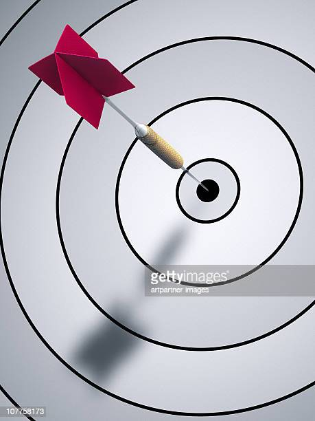 a dart hitting bulls eye on a dartboard - target center stock pictures, royalty-free photos & images