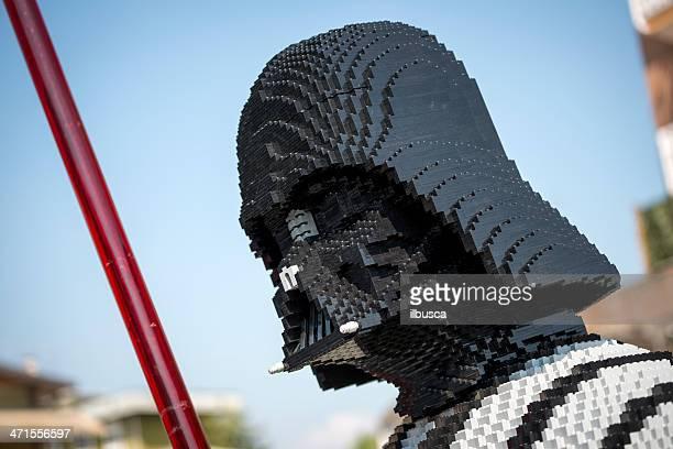 darth vader en cubes lego jouets en magasin - lego star wars photos et images de collection