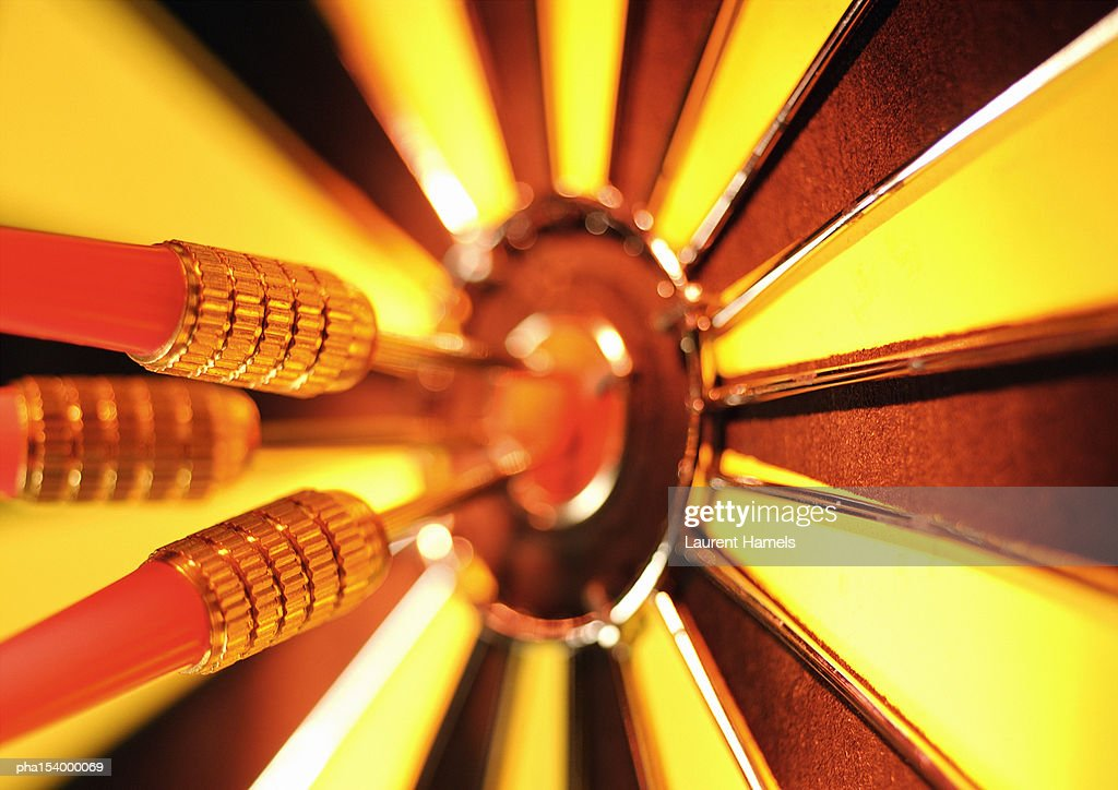 Darts in center of dartboard, close-up. : Stockfoto