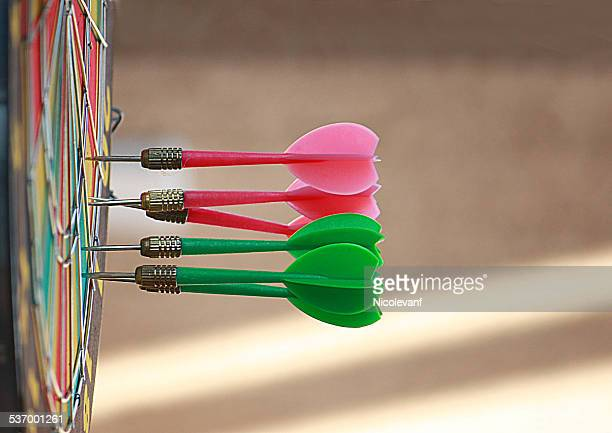 darts in dartboard - erwartung stock-fotos und bilder