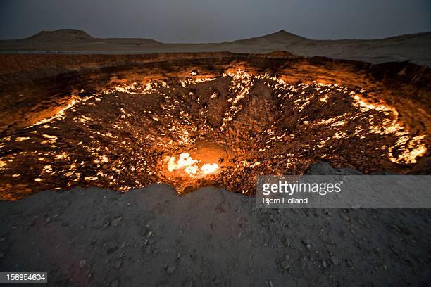 darvaza gas crater, karakum desert, turkmenistan - volcanic crater stock pictures, royalty-free photos & images