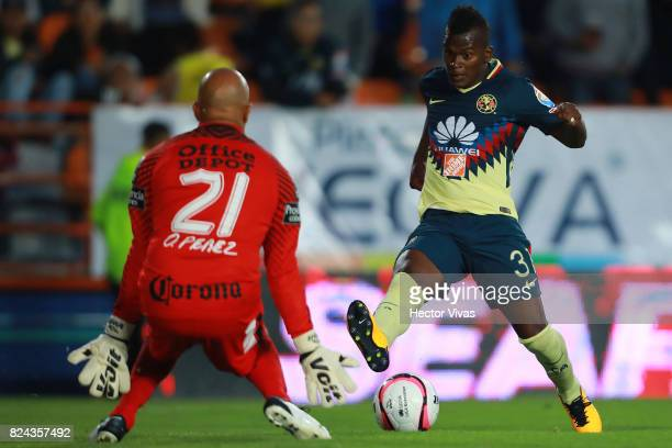 Darwin Quintero of America struggles for the ball with Oscar Perez of Pachuca during the 2nd round match between Pachuca and America as part of the...