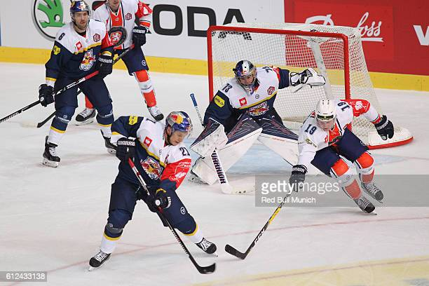 Daryl Boyle, David Leggio, Dominik Kahun of Munich and Tuomas Kiiskinen of Vaxjo during the Champions Hockey League Round of 32 match between Red...