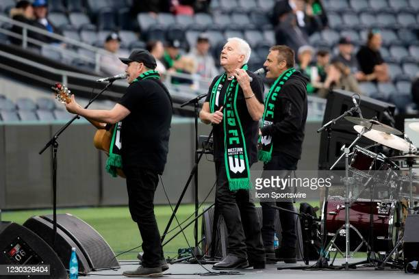 Daryl Braithwaite warms up the Hyundai A-League soccer match between Western United FC and Adelaide United on December 28, 2020 at GMHBA Stadium in...
