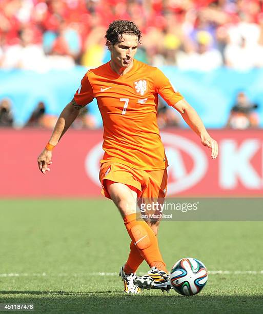 Daryl Janmaat of Netherlands controls the ball during the Group B match of the 2014 World Cup between Netherlands and Chile at The Arena de Sao Paulo...