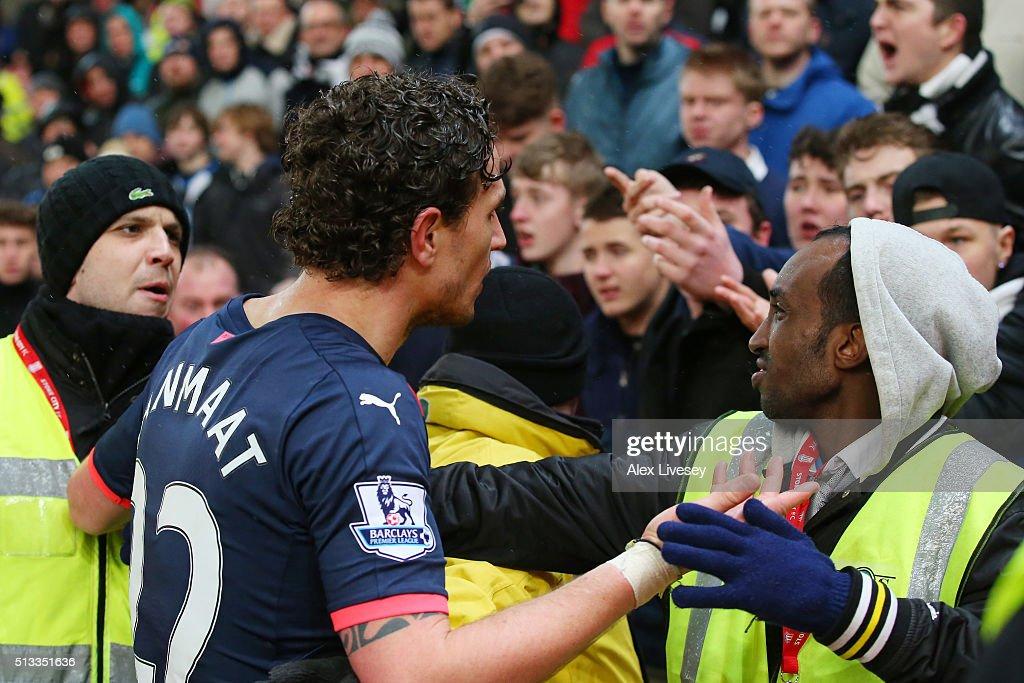 Stoke City v Newcastle United - Premier League : News Photo