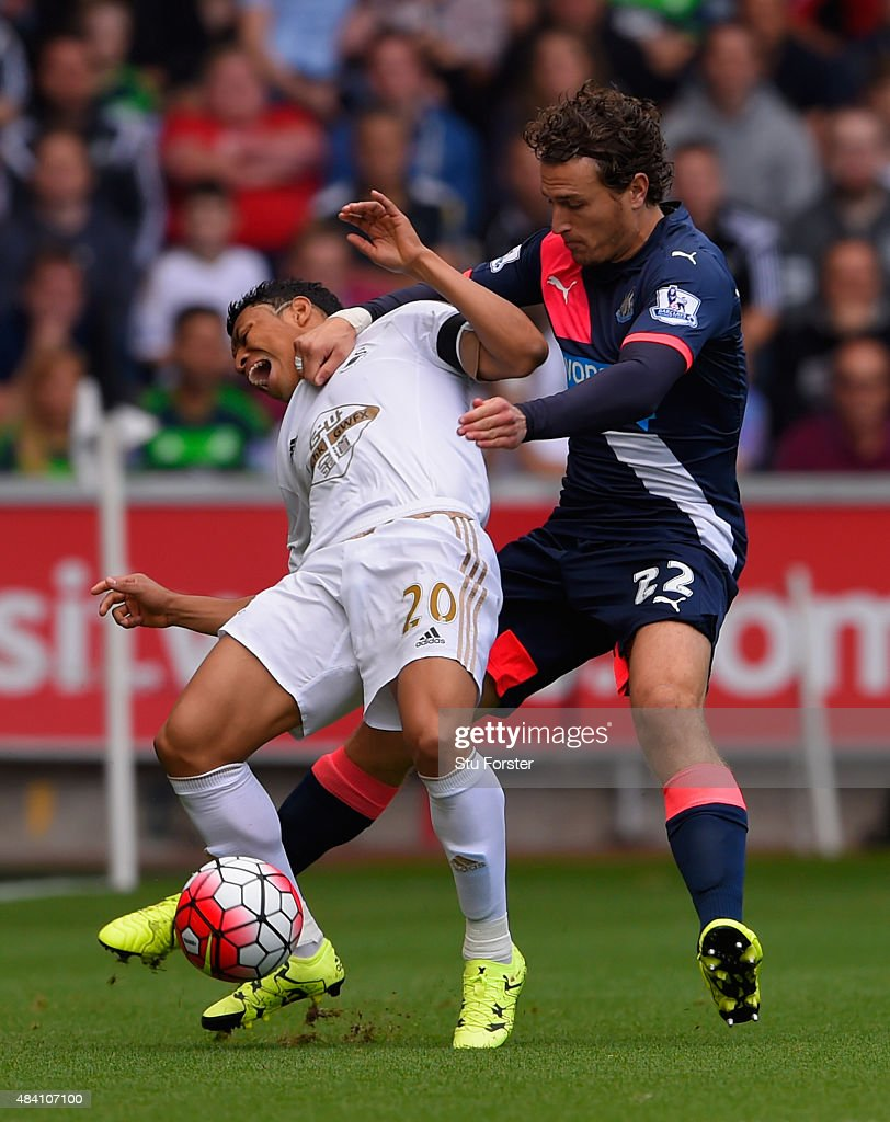 Swansea City v Newcastle United - Premier League : News Photo