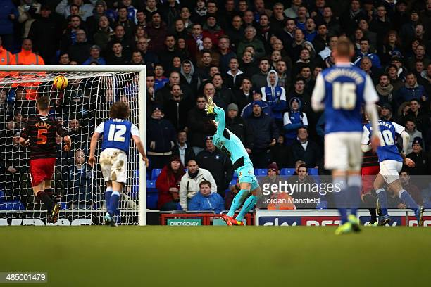Daryl Murphy of Ipswich scores the opening goal past goalkeeper Alex McCarthy of Reading during the Sky Bet Championship match between Ipswich Town...