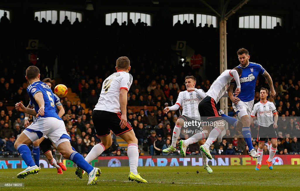 Daryl Murphy of Ipswich Town (R) heads the ball to score his team's first goal during the Sky Bet Championship match between Fulham and Ipswich Town at Craven Cottage on February 14, 2015 in London, England.