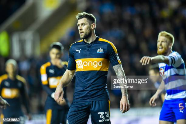 Daryl Murphy of Newcastle United waits for a corner kick during the Sky Bet Championship Match between Reading and Newcastle United at the Madjeski...